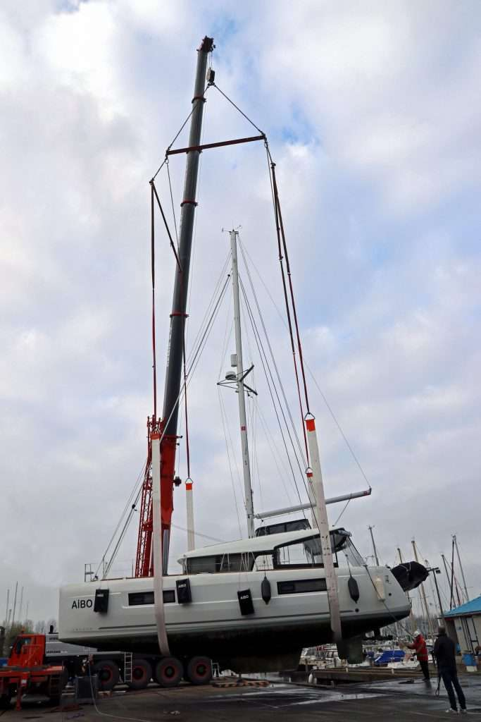 Catamaran met hijsframe